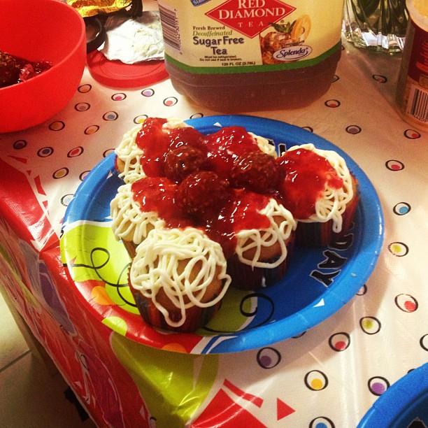 My girl makes better deserts than your girl!