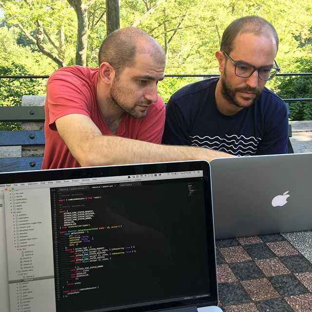 Moved to the chess tables in central park. @enejbajgoric and Miguel are pair programming on Jetpack sync while I work on adding a Calypso redux store for sync.