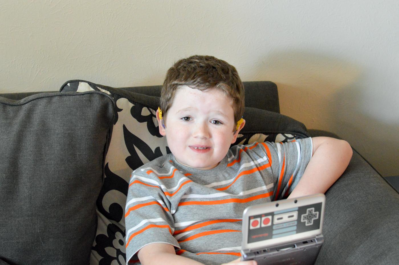 Hero playing Nintendo 3DS